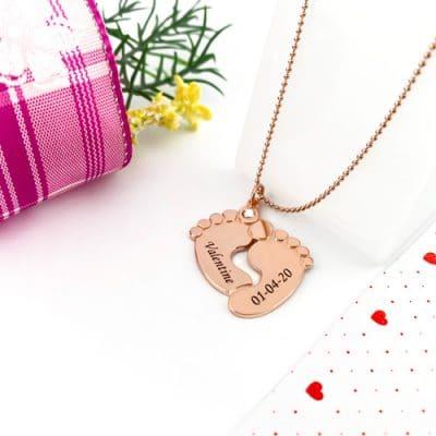 Collier cadeau de naissance gravé en or rose